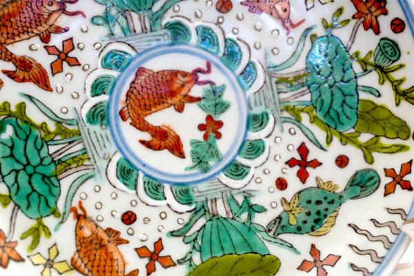 粉彩礬紅魚藻紋盤 C202000007 中